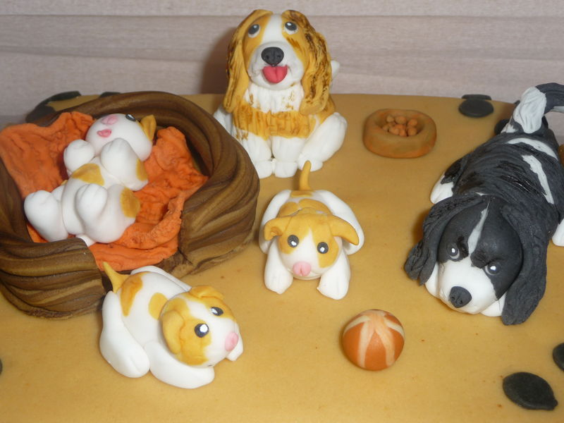 Famille chiens en pâte à sucre