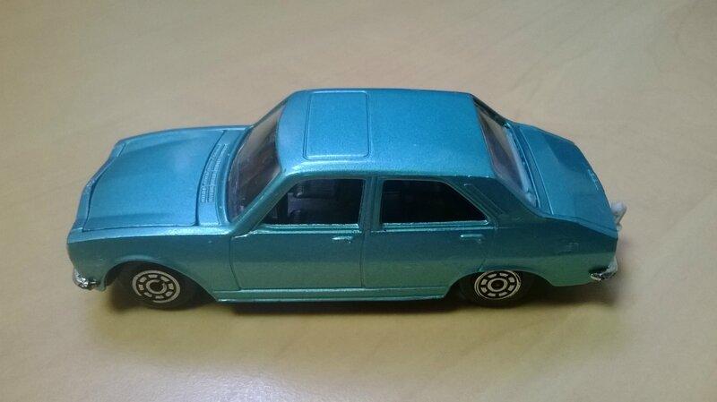 842b_Peugeot 504 berline_01