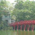 Pont de bois sur le lac Hoan Kiem, Hanoi
