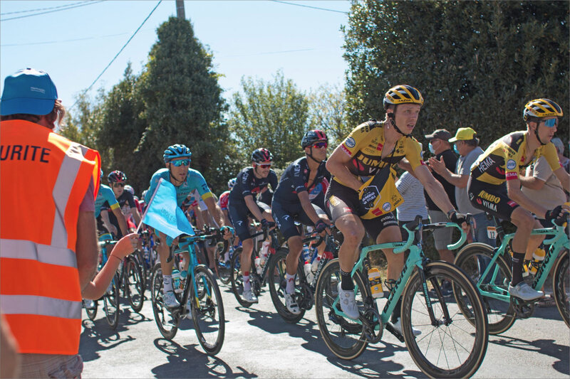 Tour de France 79 29 090920 passage ym coureurs ravitaillement