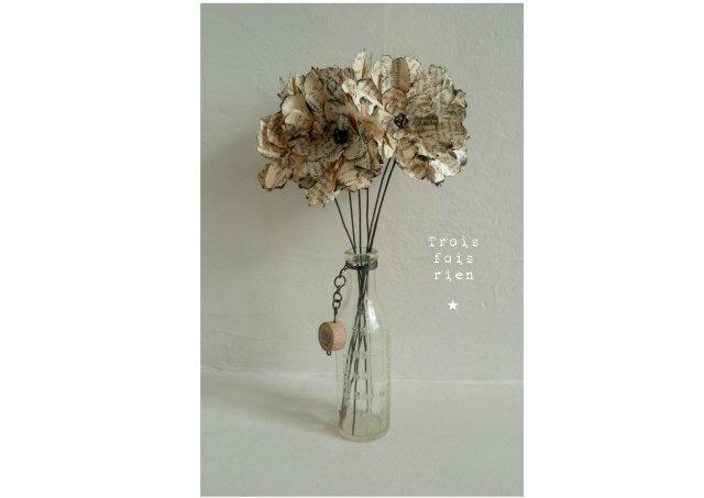 Fiole et fleurs papier N°9 (1)