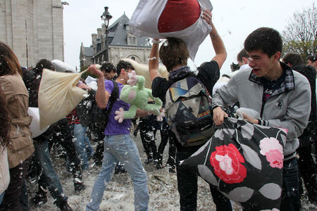 11_Pillow_fight_12_4332