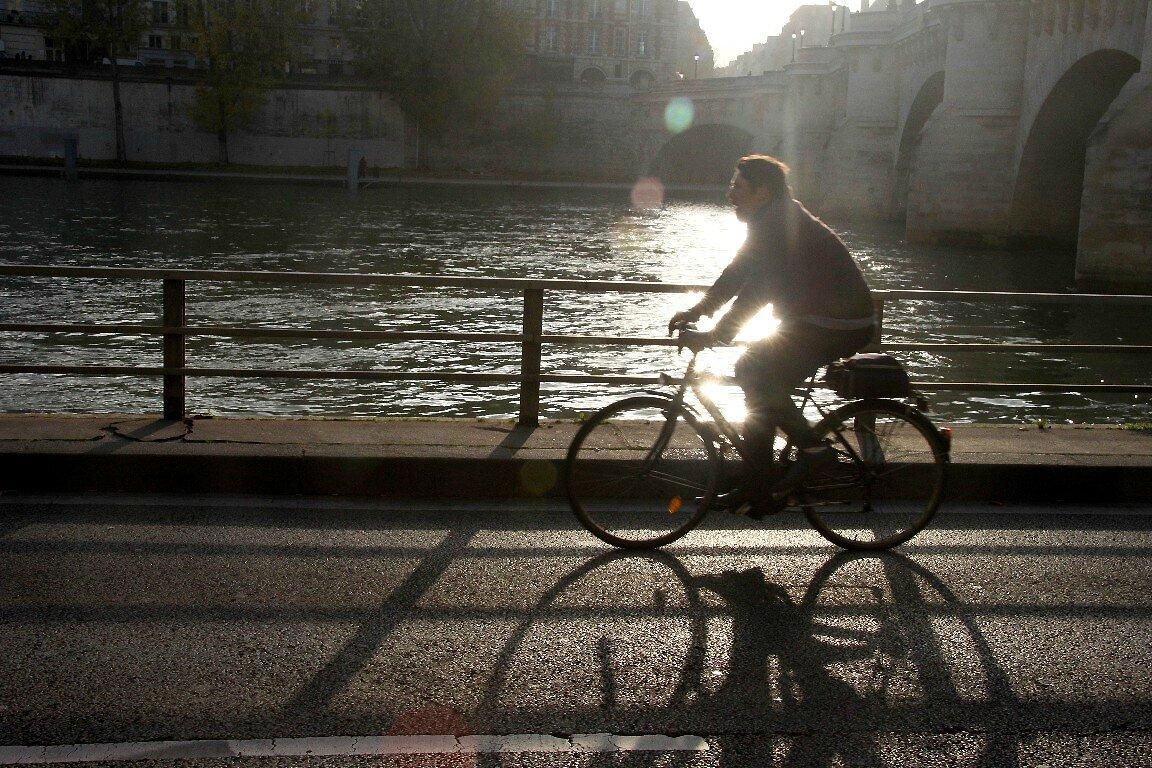 Vélo, Contre-jour Quai de Seine_4926