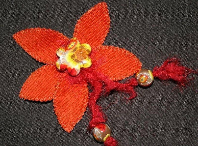 broche fleur en velours