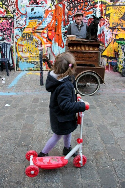 Musicien, chien, enfance Rue Dénoye_3034