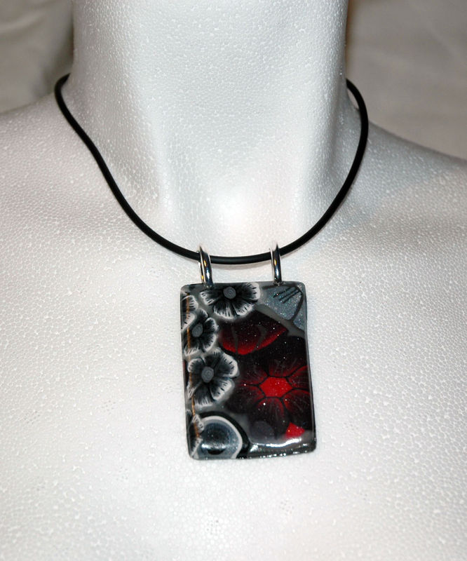 Red_night_Collier_en_pâte_fimo
