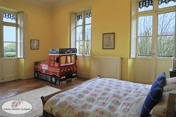 SALECHAN_Chateau_de_Lalanette_chambre_jaune_lit_d_enfant