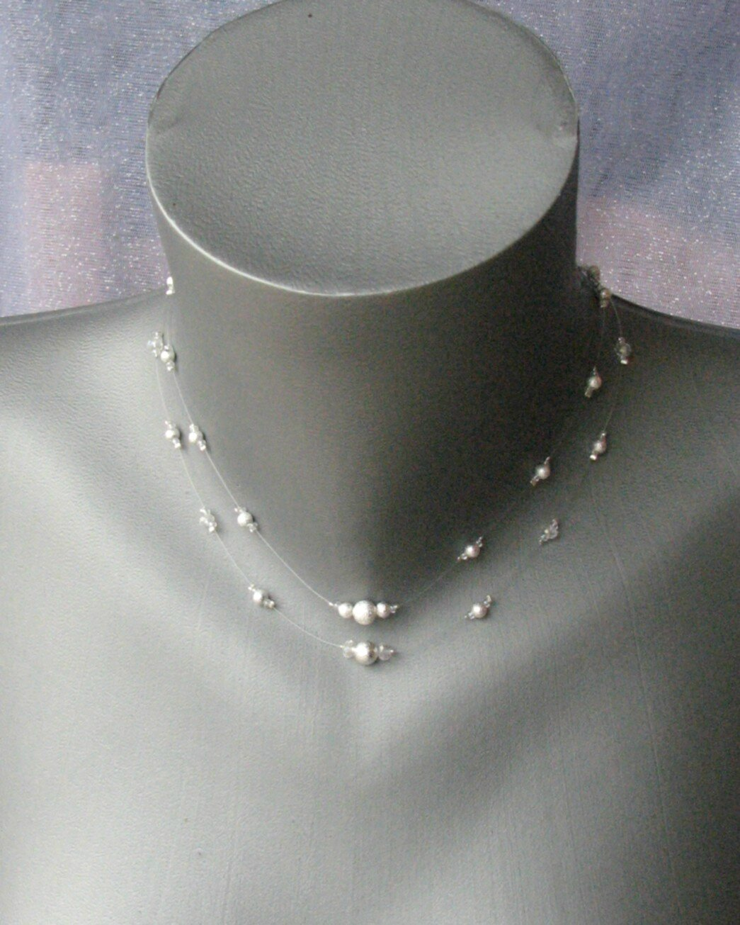 collier bijou de dos triangle