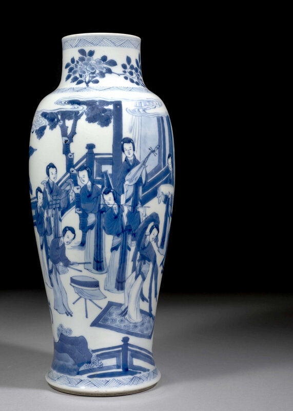 A blue and white porcelain vase, Qing dynasty, Kangxi period (1662-1722)