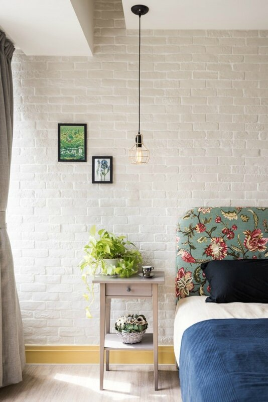 white-brick-bedroom-600x899