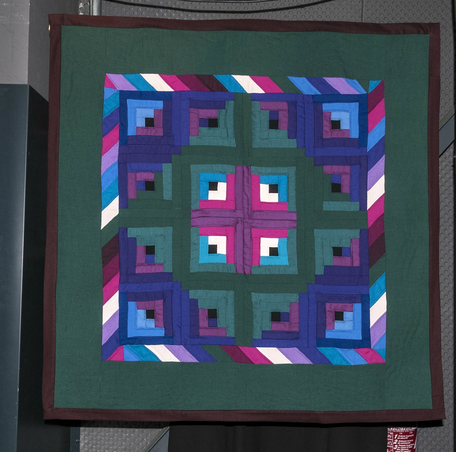 08-Quilts Amish