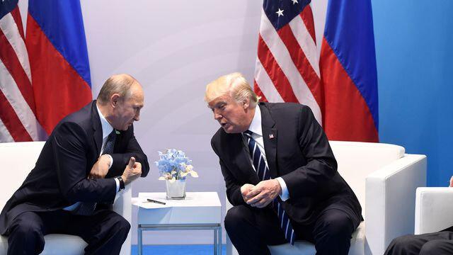 les-presidents-russe-vladimir-poutine-et-americain-donald-trump-a-hambourg-en-allemagne-le-7-juillet-2017-2_5912676