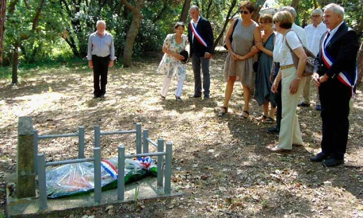 Les Familles des Fusillés-Robion Monument Saint-Julien 2015