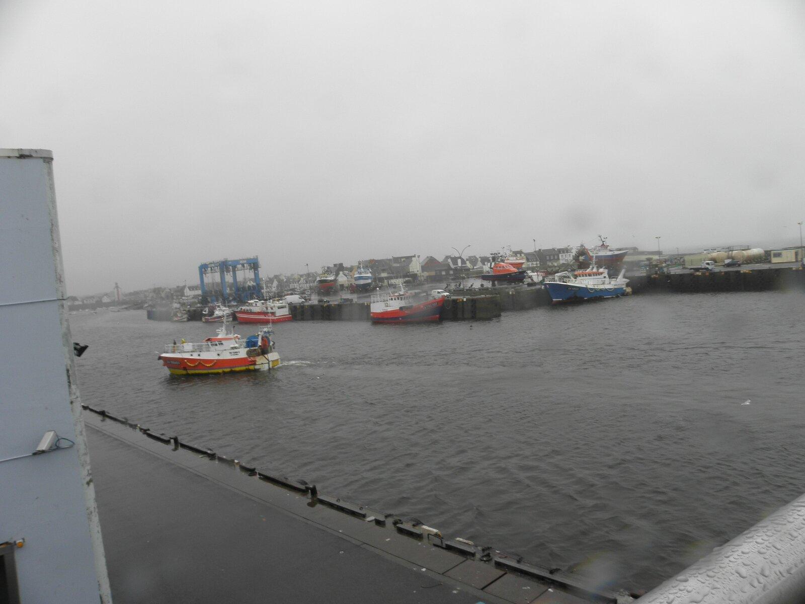 Le Guilivec......Les chalutiers rentrant au port..........