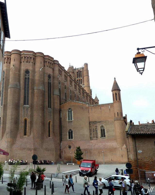 0 Partie orientale, première construite ; les bâtiments à droite sont sur l'emplacement de l'ancienne cathédrale