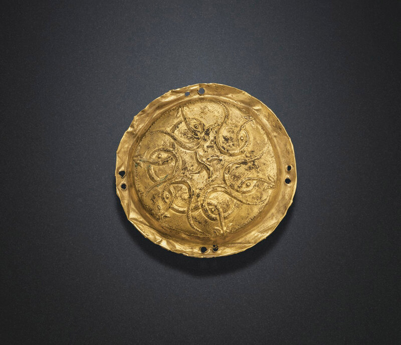 2019_NYR_18338_0507_000(a_circular_gold_plaque_late_warring_states_period_3rd_century_bc)