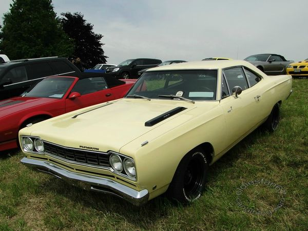 plymouth road runner coupe 1968 a