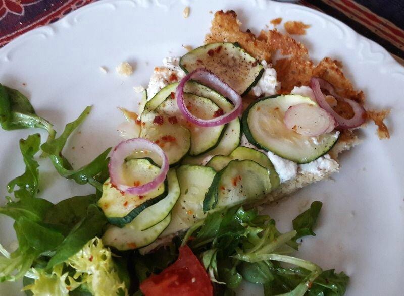 pizza chèvre-courgette-oignon rouge (1)