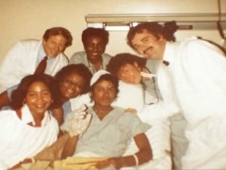 MJ-at-the-hospital-1984-michael-jackson-11694406-466-351