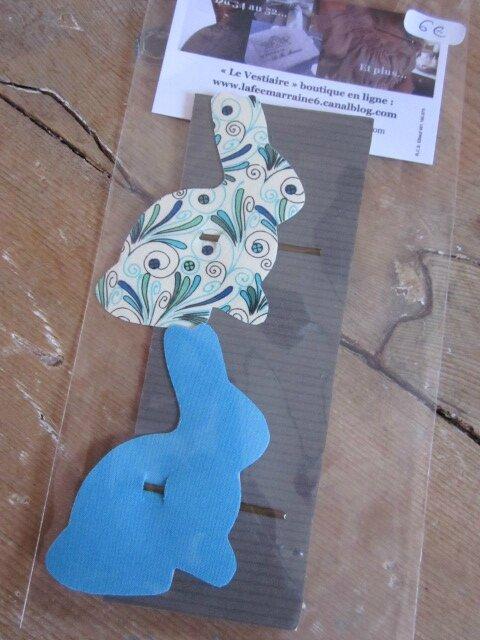 Carte de 2 pinces à cheveux LAPIN en coton, une écru à plumettes vertes et bleues, l'autre turquoise