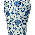 A large blue and white vase, 19th-20th century