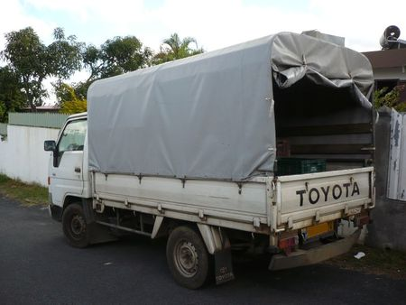 TOYOTA Dyna 100 Le Tampon (2)