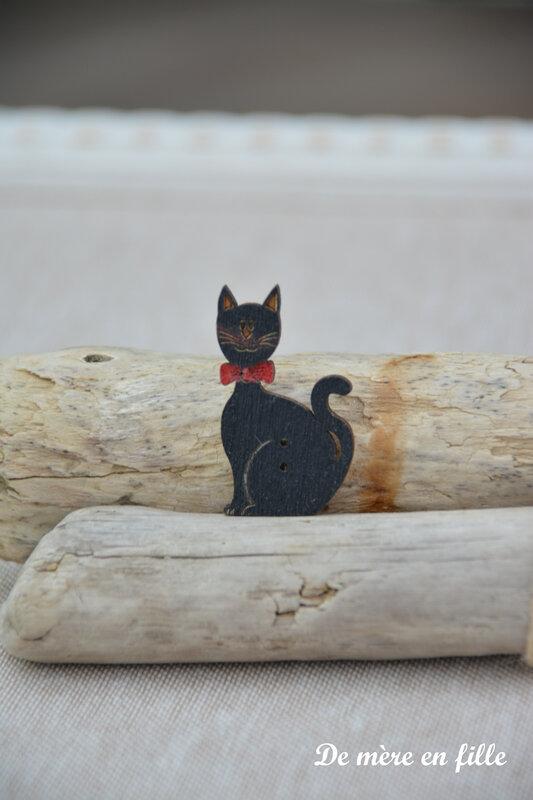 chat noir noeud rouge