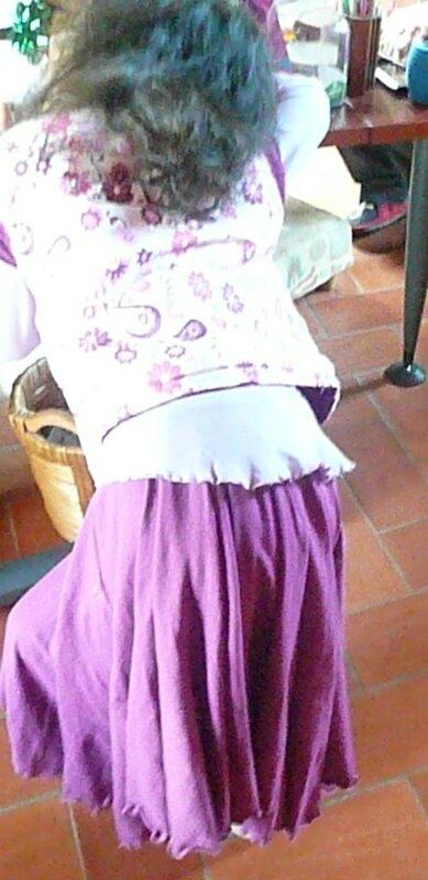 jupe en jersey portée par ily avec giletFDF