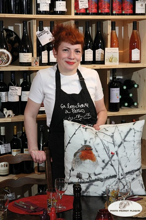 Melaine_PAYZAL_chef_du_restaurant_LE_ROUGE_GORGE_a_LECTOURE_devant_sa_cave_a_vins