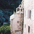 Croatie - dalmatie, lika et zagorje (6/16). la côte dalmate, le monastère de blaca dans l'île de brač.