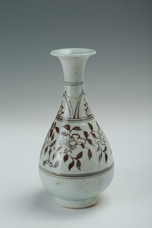 Under-glazed red floral pear-shaped vase with flaring lip, Yuan Dynasty (1271-1368)