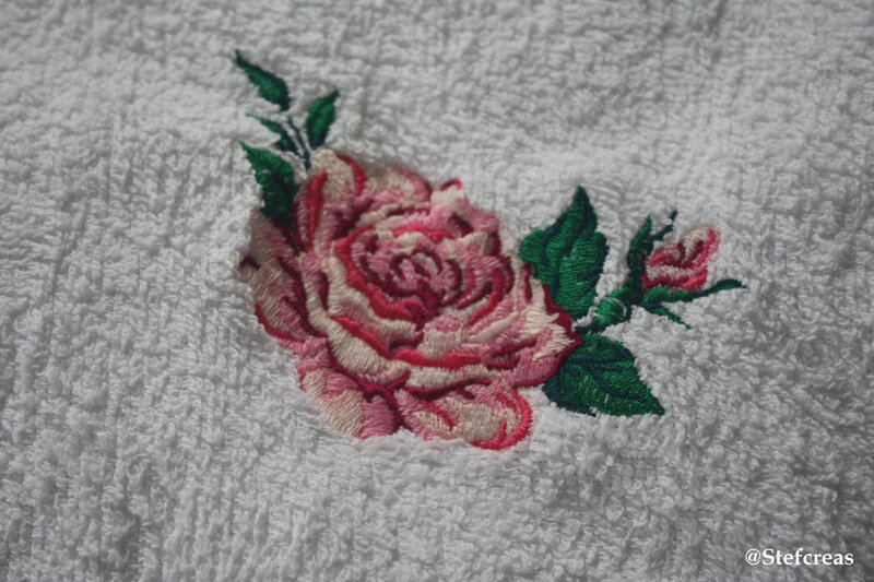 Broderie rose