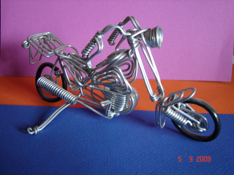 Moto fil de fer et trombones