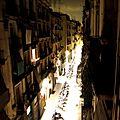 Barcelone, Carrer de Valdonzella, de nuit (Espagne)