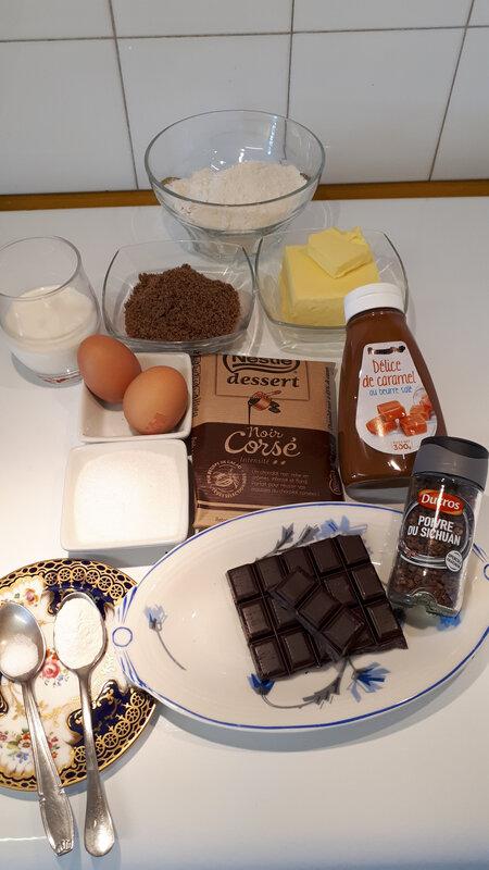 Cupcakes au chocolat, coulis de caramel au poivre du Sichuan 037