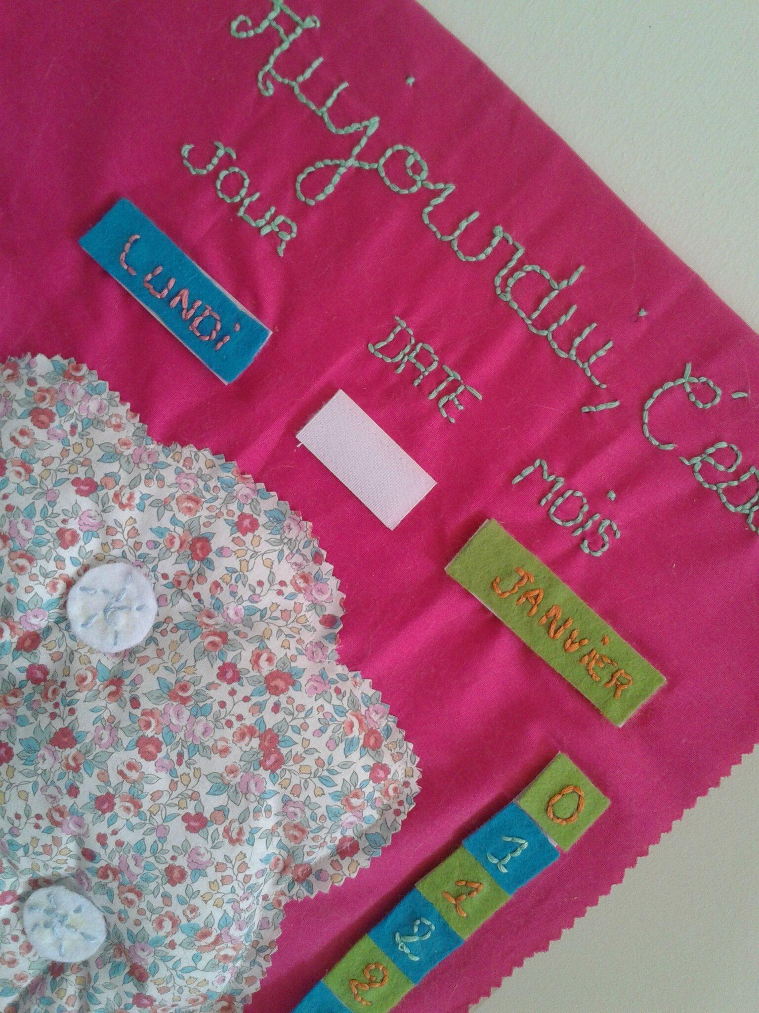 Calendrier Tissu Educatif.Calendrier Educatif En Tissu Pour Enfant Le Blog De