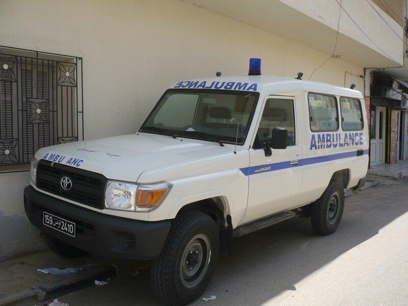 TOYOTA Land Cruiser HZJ78 4x4 ambulance Douz (1)