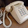 Objet vintage ... téléphone ivoire socotel s63