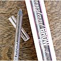 Des sourcils structurés avec instant brow pencil de benefit .