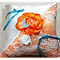 Coussin d'alliance en satin dentelle papillon orange turquoise blanc accessoire de mariée mariage fait main