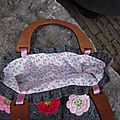 5057 : Petit sac fleurs en relief, intérieur