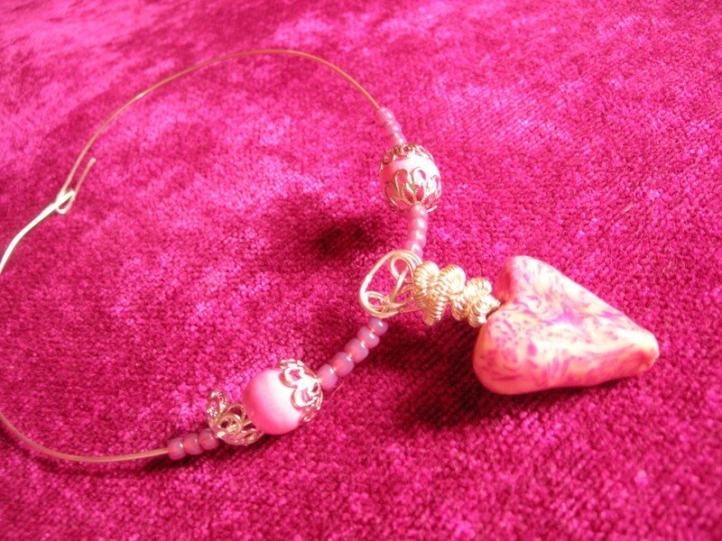 Collier argenté avec coeur rose suspendu (vue 1)
