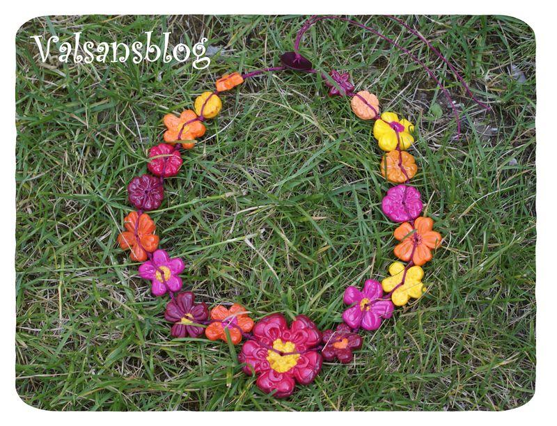 collier noué fleurettes 28 juin 2010 001