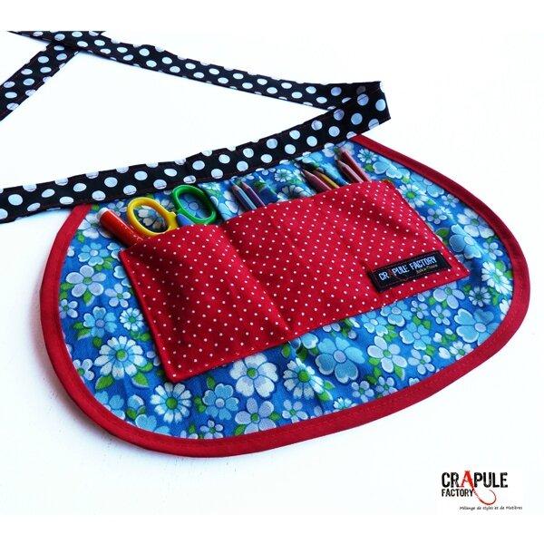 tablier enfant vintage fleurs bleus tour rouge poche rouge chic et coloré artisanale Made In France0 1