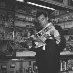 1960-07-LOOK_sitting-yves_montand-01-1