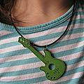 Collier guitare vert