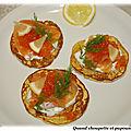 Blinis au saumon fume, oeufs de saumon et creme citronnee