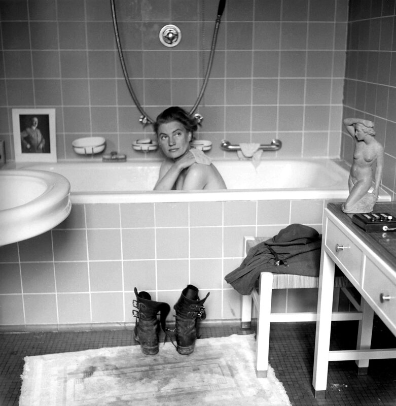 141013-lee-miller-bathtub