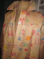 Ciré AGLAE en coton enduit beige imprimé dessins enfantins fermé par 2 pressions (3)