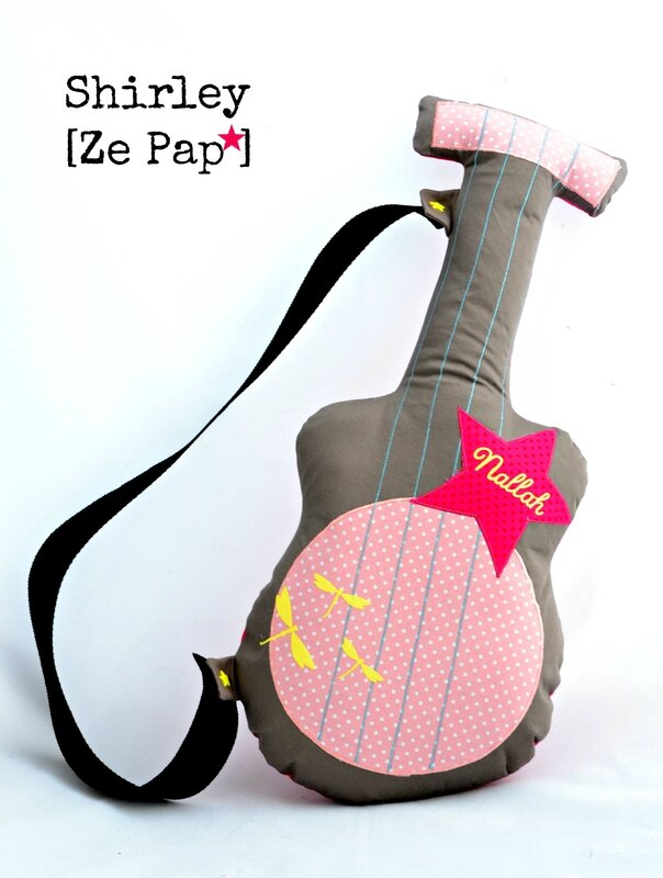 guitare tissu taupe et rose